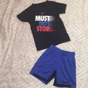 Little boys szsmall 4/5 Nike two piece outfit